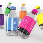 kleurige waterflesjes met eigen etiket
